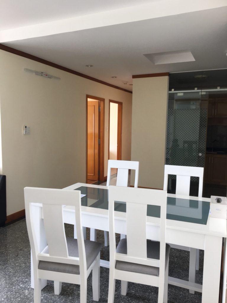 Cho thuê căn hộ cao cấp 2PN, liền kề Phú Mỹ Hưng, chung cư Phú Hoàng Anh, giá 12 triệu, LH 0938011552