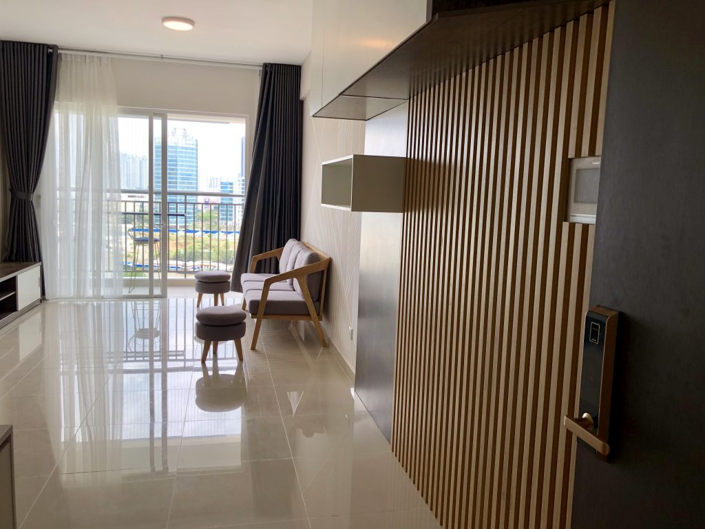 Sunrise Riverside Three bedroom with beautiful view and nice furniture 1000$/month. HL 0938011552 Ms.Thu